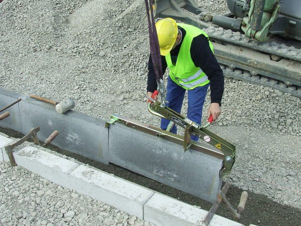 Kerb Stone Clamp for Hire or Sale - Hireco Plant and Tool - www.hirecopt.ie